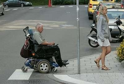 Старость. Долго живут не те, кто здоров, а кто умеет жить со своей болью